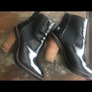 Aldo Desarea black paten leather boots